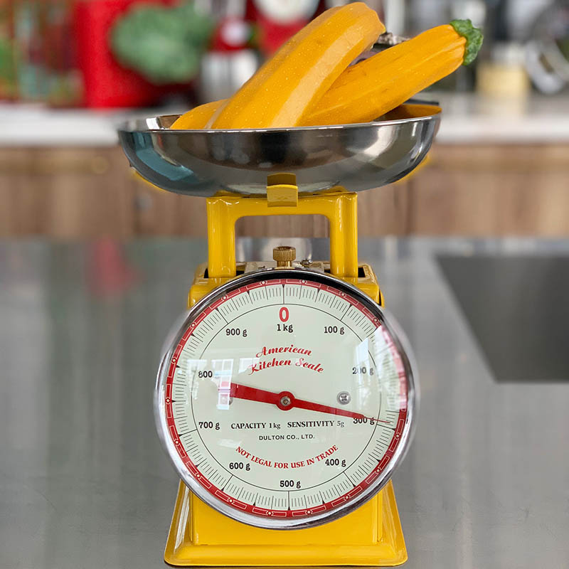 AMERICAN KITCHEN SCALE YELLOW